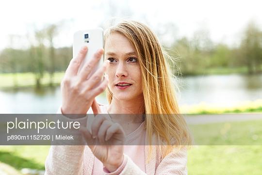 Selfie - p890m1152720 von Mielek