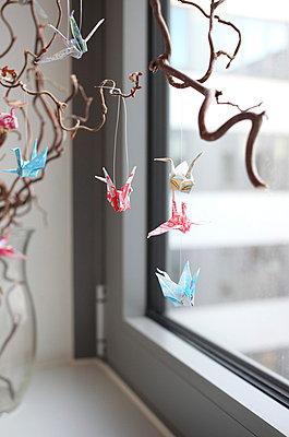 Papier-Vögelchen am Strauch - p045m1008162 von Jasmin Sander