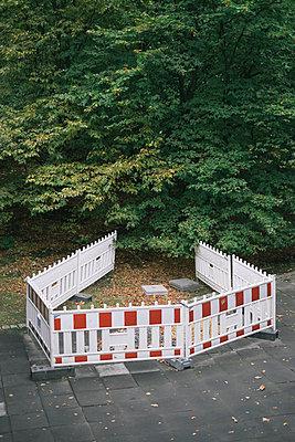 Barrier tape - p586m960608 by Kniel Synnatzschke