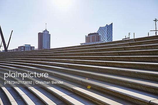Empty Places - Hamburg, Hafenpromenade/ Elphi, Treppe - p1573m2173692 von Christian Bendel