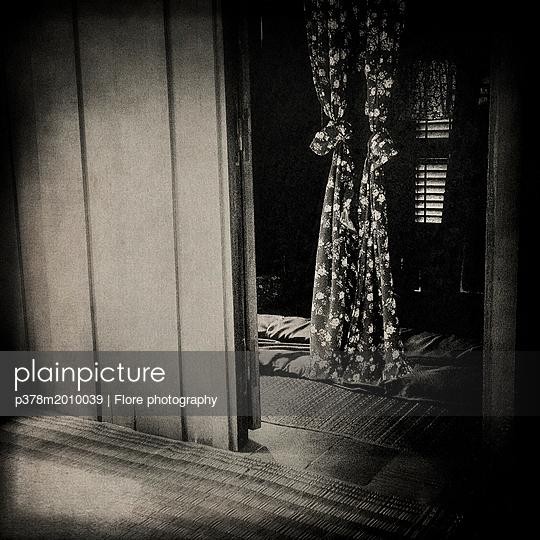 p378m2010039 von Flore photography