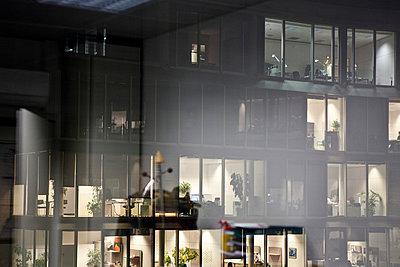 Bürogebäude - p814m754813 von Renate Forster