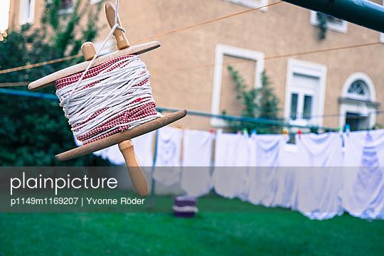 Wäscheleine aufwickeln - p1149m1169207 von Yvonne Röder