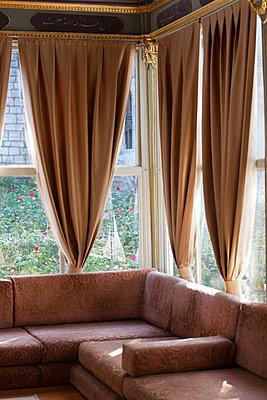 Edles Zimmer - p045m1492239 von Jasmin Sander