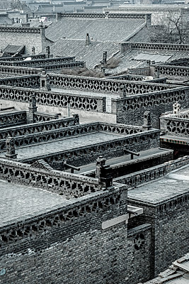 View of rooftops in Pingyao - p1170m1444306 by Bjanka Kadic