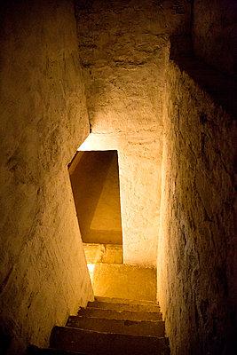 India, Rajasthan, Alwar, Heritage Hotel Ram Bihari Palace, cellar - p300m2059285 by Nabiha Dahhan
