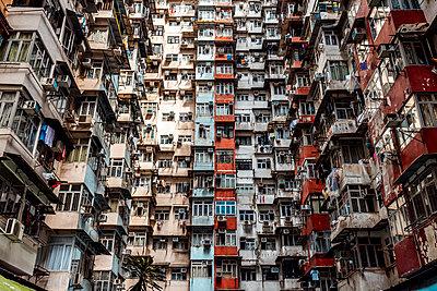 Hong Kong, Quarry Bay, apartment blocks - p300m2069715 by Daniel Waschnig Photography