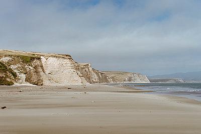Point Reyes, California, USA. wild empty beach. Beach, cold, summer, wild, empty, nature, natural, beautiful, landscape, view, cliff, California, west coast - p300m2290453 von VITTA GALLERY