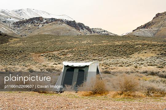 Canvas Tent In The Oregon Desert - p1166m2269637 by Cavan Images
