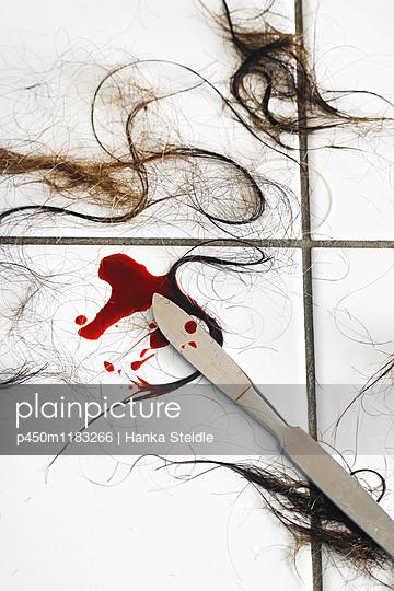 Bloody scalpel - p450m1183266 von Hanka Steidle