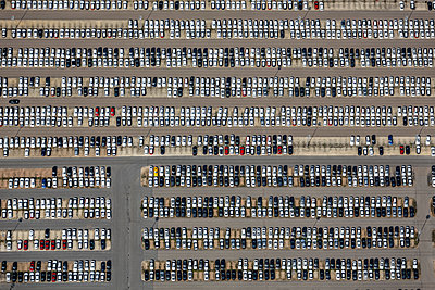 Aerial view of entrepot for BMW cars in Regenburg - p300m1116699 by Klaus Leidorf