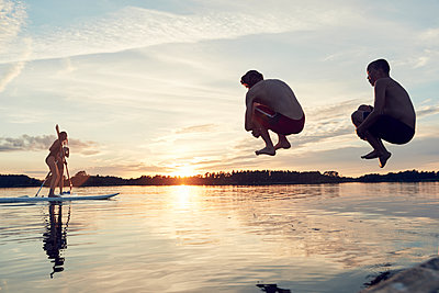 Boys jumping into lake - p312m1522301 by Johan Alp