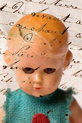 Puppe und Schrift - p4510573 von Anja Weber-Decker