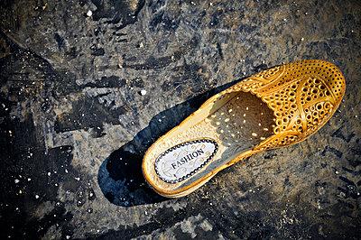 Lone fashion-brand shoe - p934m1093708f by Thiery Beyne
