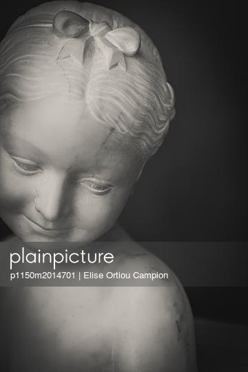 Statue eines Kindes - p1150m2014701 von Elise Ortiou Campion