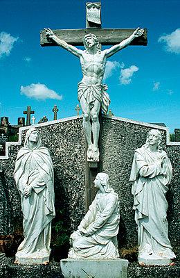Figurengruppe auf Friedhof - p3300034 von Harald Braun