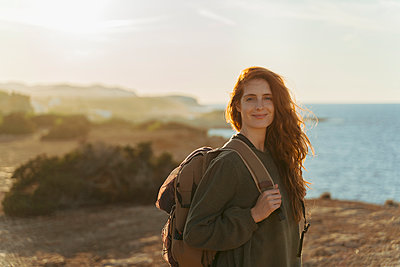 Portrait of redheaded young woman at the coast at sunset, Ibiza, Spain - p300m2159835 by VITTA GALLERY