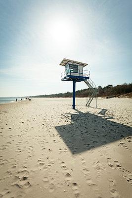 Germany, Mecklenburg-Western Pomerania, Heringsdorf, Lifeguard's Cabin at beach - p300m930040f by Michael Kleber