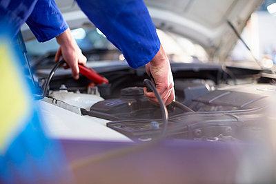Car mechanic at work in repair garage - p300m975570f by zerocreatives