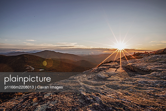Sunset from summit of Baldpate Mountain, Appalachian Trial, Maine. - p1166m2208013 by Cavan Images