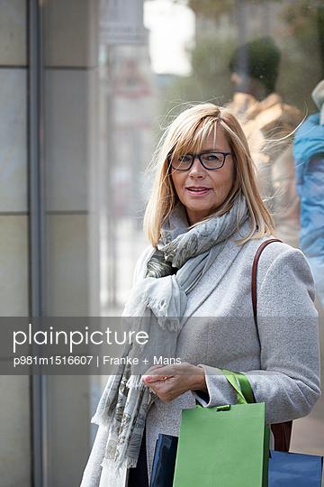 Shopping - p981m1516607 von Franke + Mans