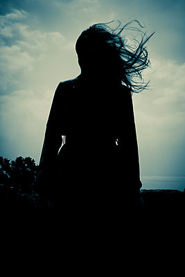 Silhouette of a woman with long hair - p1690m2281236 by Marie Carr