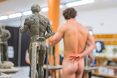 Sculpture and naked model in the background - p300m2198177 by Francesco Buttitta