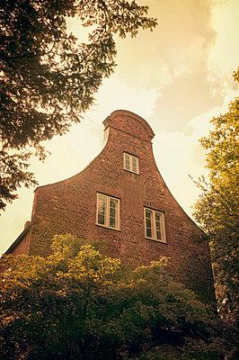 Backsteinhaus in Lübeck - p470m1165115 von Ingrid Michel