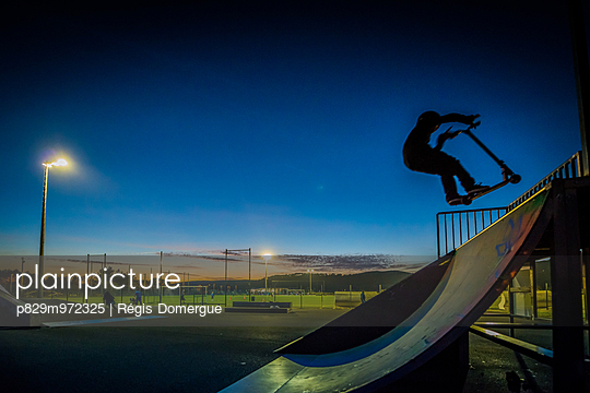 Im Skatepark - p829m972325 von Régis Domergue