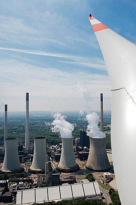 Zwei Arten der Energiegewinnung - p1079m881298 von Ulrich Mertens