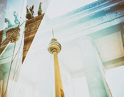 Germany, Berlin, Brandenburger Tor and televison tower, double exposure - p300m1153897 by Christine Müller