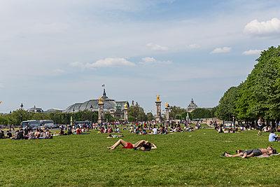 Esplanades des Invalides - p445m1128629 by Marie Docher