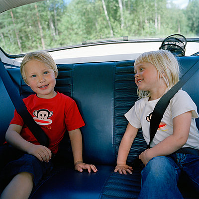 Two children in the back seat Sweden - p5281168f by Johan Willner