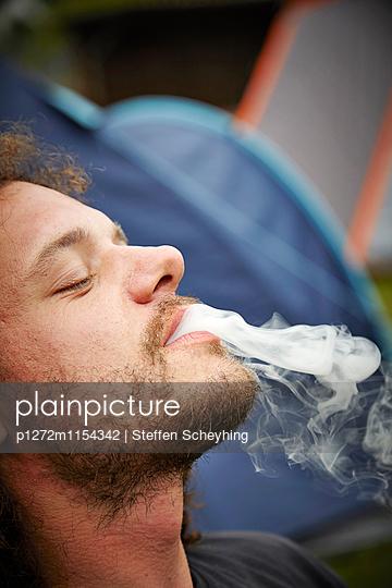 Raucher - p1272m1154342 von Steffen Scheyhing