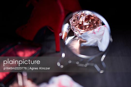 Nach der Party - p1645m2223776 von Agnes Kinczer