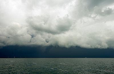 Unwetter überm IJsselmeer - p1132m925502 von Mischa Keijser