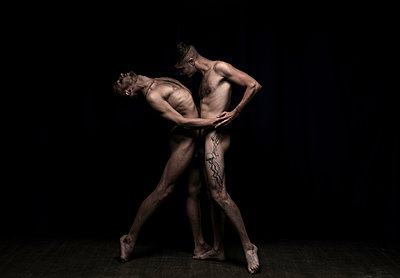 Two gay men posing naked together - p1139m1503068 by Julien Benhamou