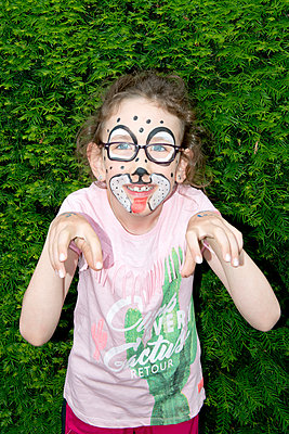 Geschminktes Mädchen - p451m1451974 von Anja Weber-Decker