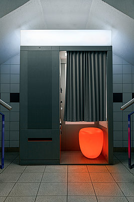 Photo booth with illuminated seat - p1280m2223575 by Dave Wall