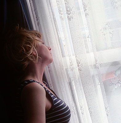 Woman by the window - p3223759 by Sari Poijärvi