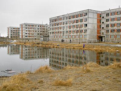Concrete old buildings and pond - p1216m2187281 von Céleste Manet