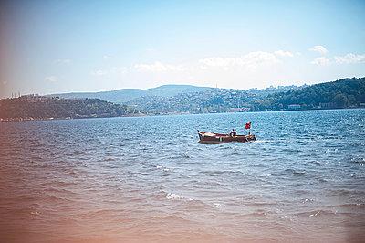 The Bosporus - p1007m886909 by Tilby Vattard