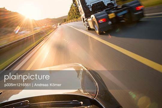 Overtaking manoeuvre - p335m1216561 by Andreas Körner