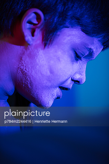 p784m2244416 by Henriette Hermann