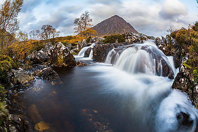 UK, Scotland, Highlands, Buachaille Etive Mor mountain with waterfalls on foreground - p300m2013261 by William Perugini