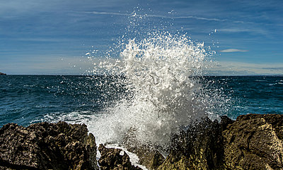 Waves breaking on rocky coast - p393m1044467 by Manuel Krug