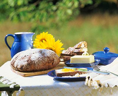 Frühstück im Garten - p5940039 von Freudenberger