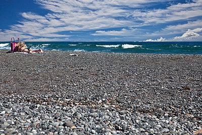 Woman on a beach in Greece - p2530562 by Oscar
