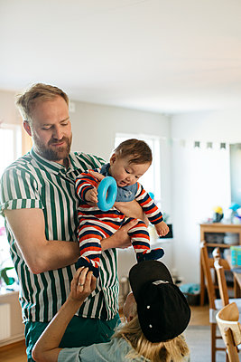 Parents with baby - p312m2139519 by Amanda Falkman