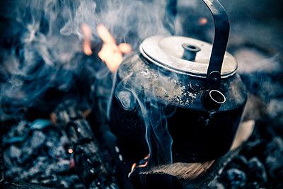 Coffee kettle on campfire - p1687m2295161 by Katja Kircher